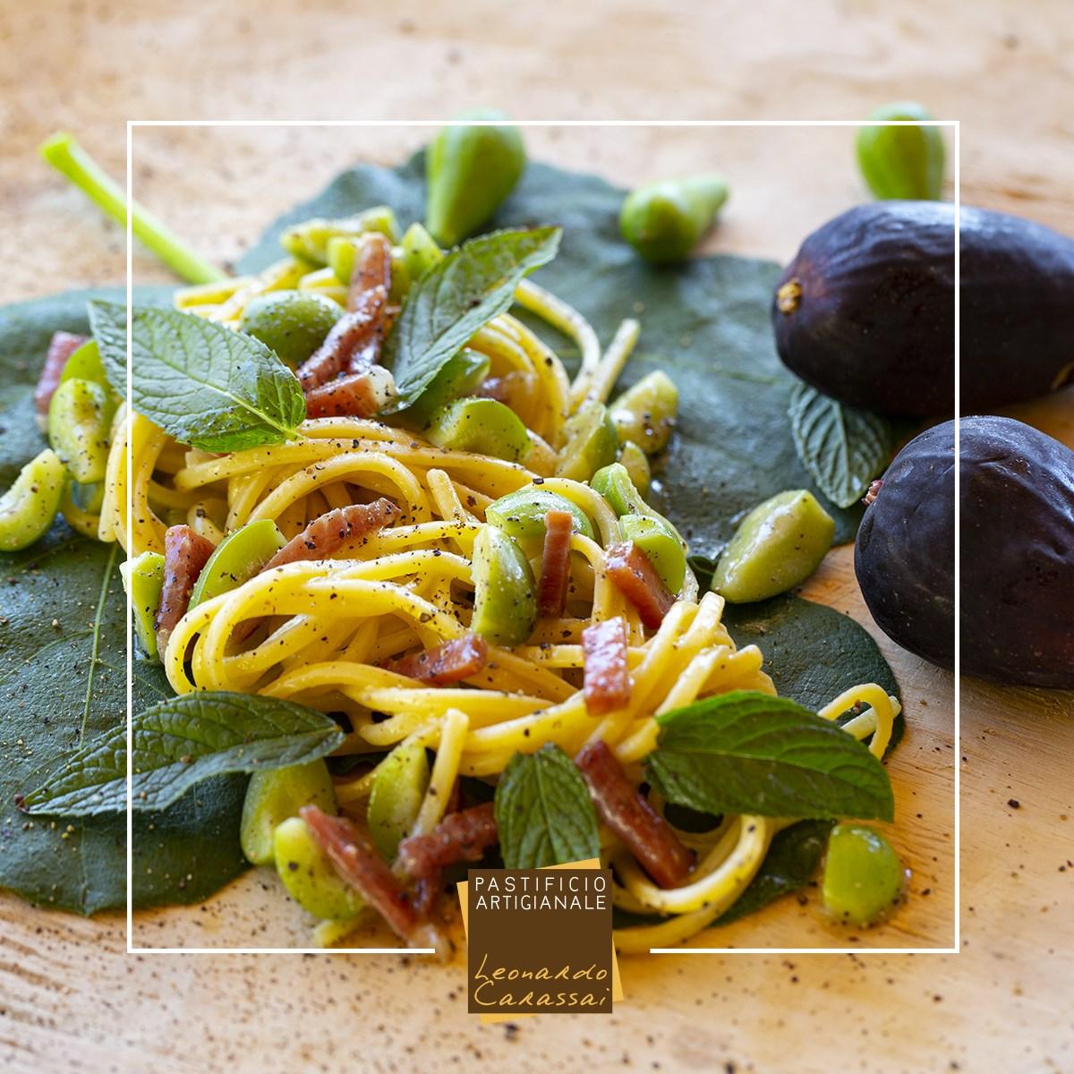 La ricetta con Linguine di Campofilone, prosciutto e fichi